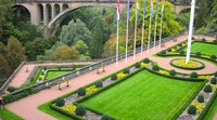 Why does Luxembourg continue to attract so many cross-border workers?